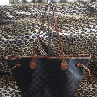 LV Neverfull Mono Medium