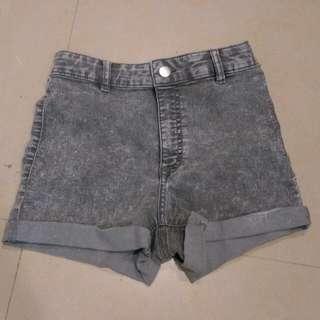 H&M灰色高腰短褲