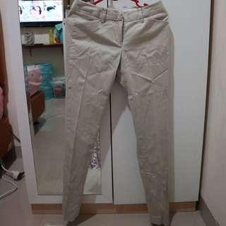 Celana Bahan Broken White