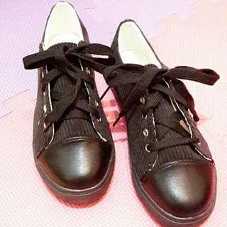 休閒鞋(全新) 23.半 但其實適合穿23的女孩 250含運