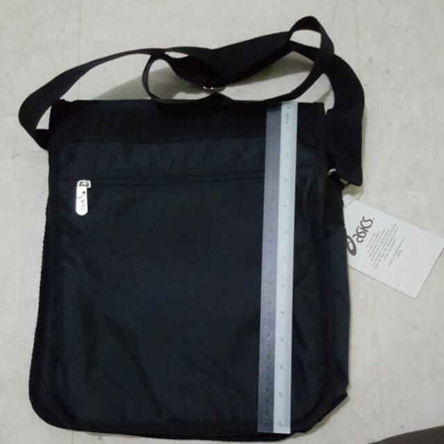1ceec340d27 Authentic ASICS Sling bag BN, Sports, Sports & Games Equipment on Carousell
