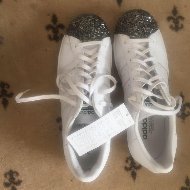 BNWT Size 41 Adidas Superstars