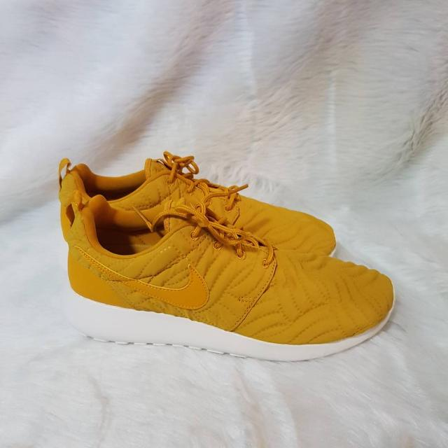 Nike Roshe One Premium Women's Shoes