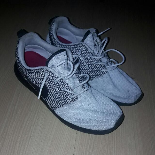 Nike Roshe Run Sail/Dark Ash Size 12