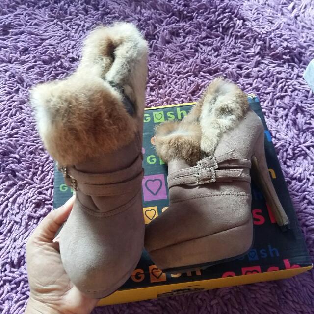 Sepatu Merek Gosh