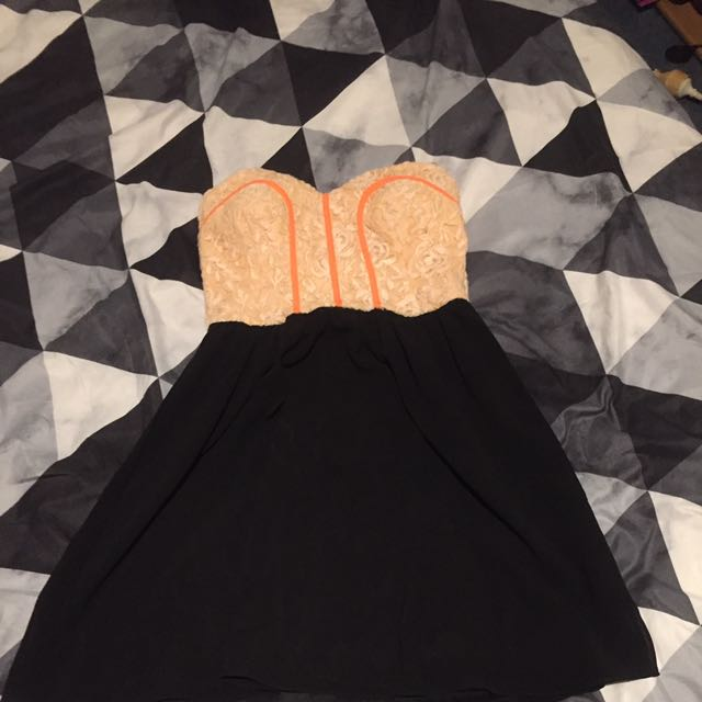 Size 8 Dotti Dress