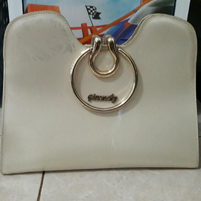 tas givency