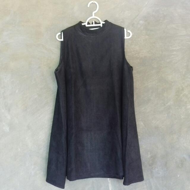 Turtleneck Sleeveless Black Dress
