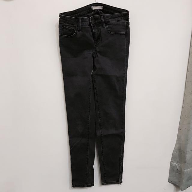 Uniqlo深灰色九分牛仔褲