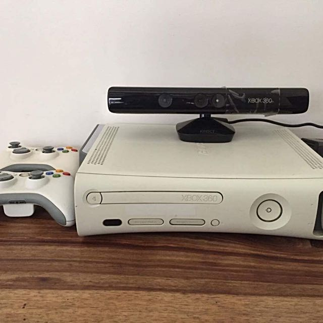 Xbox 360 w/ 250 Gb external memory. W/ 2 controllers - HD cable and Kinect