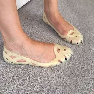 JELLY BEIGE FLATS SIZE 37 Worn Once Like New!!