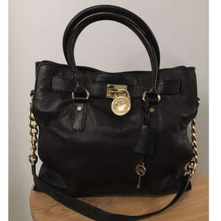 Michael Kors Hamilton Bag .  Serial number: AP -1101
