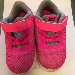 e6c8a2ece33 Preloved Nike Free RN (Size 8C)