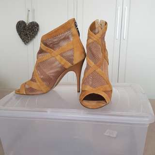 Guess Leather & Mesh Tan Heels Size 7.5