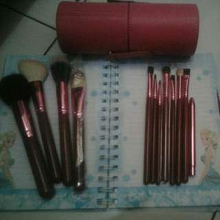 REPRICE!! 12 Makeup Brush Set