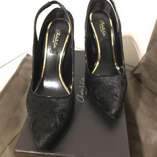 Charles & Keith 顯尊貴的黑色高跟鞋39號