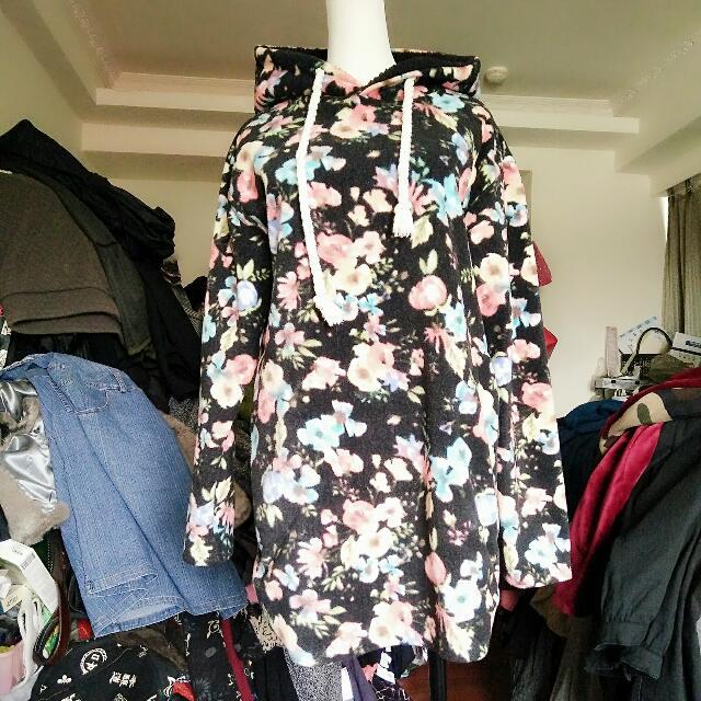 黑花色聚酯纖維衣