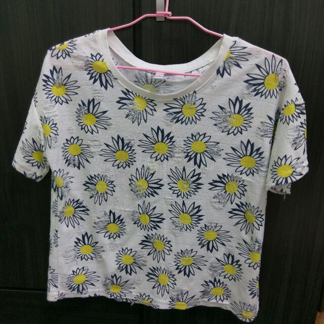 B 太陽花鏤空上衣