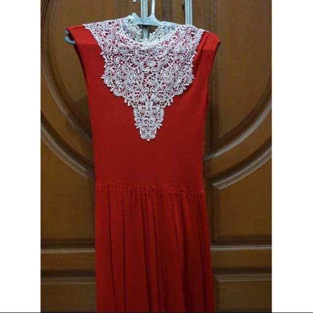 Brukat Red Dress