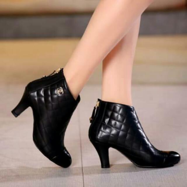 C H A N E l  Booties. Series 8882