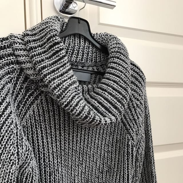Cropped Roll-neck Knit