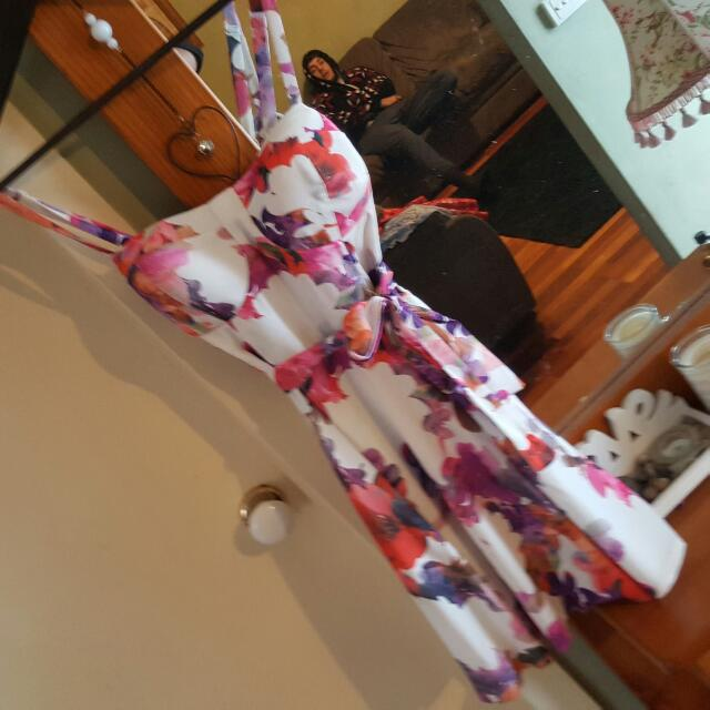 Cute Tie Up Dress With Floral Print Size 10-12