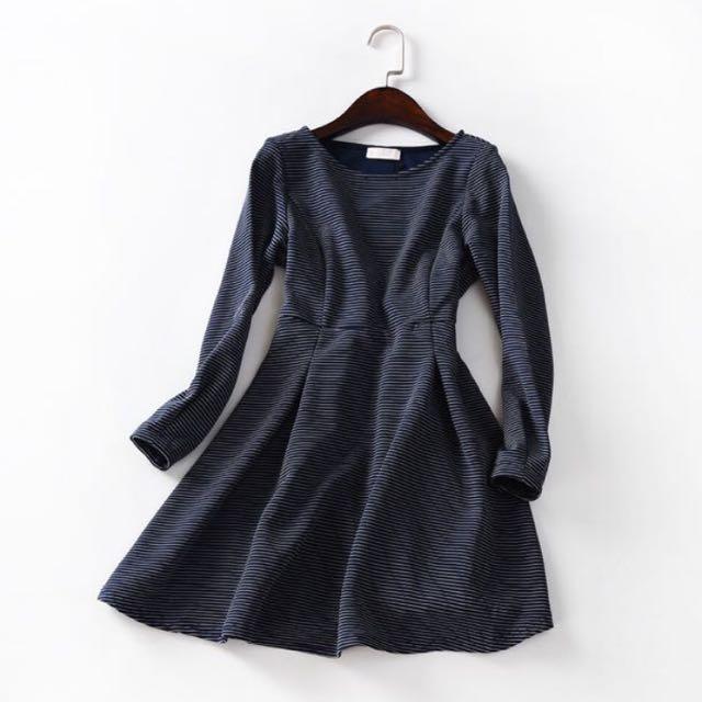 日本E hyphen 藏青色條紋縮腰長袖小洋裝