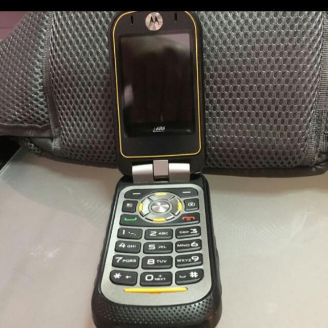 Motorola i686 Grid Walkie Talkie With Slight Crack A Bit At Joint