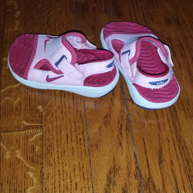 Nike Toddler Sandal. Size 3