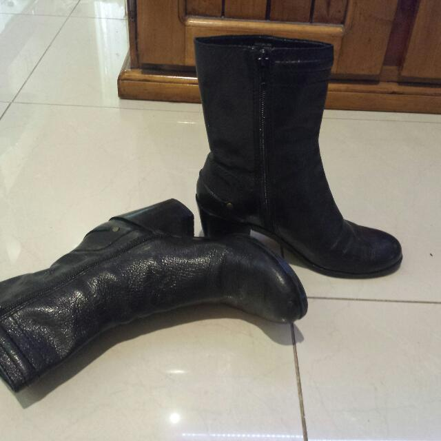 Nine West Size 5 Boots