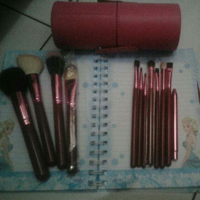 REPRICE!! 12 Makeup Brush Set