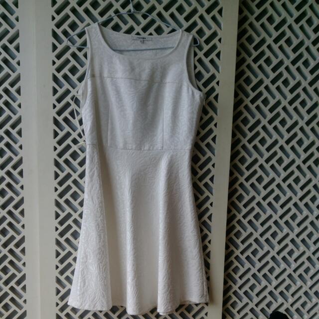 [售/換]Single Noble白色洋裝(附白色皮帶) #轉轉來交換