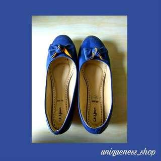 Sepatu St. Yves
