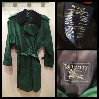 Size 10/12 - Burberry - Vintage Trenchcoat