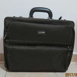 ONLY USE TWICE-AUTHENTIC KAUFMANN BRAND BRIEFCASE