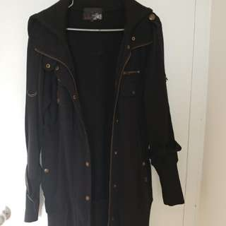 Long Fitting Jacket With An Adjustable Collar