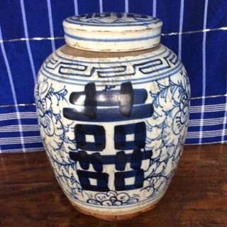 Hand-painted Chinese blue and white jar