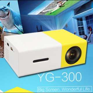 UNIC YG300 Portable Projector