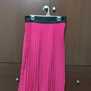 H&M Pink Pleated Skirt Size 4