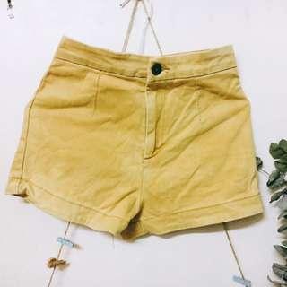 貓咪曬月亮 黃色短褲