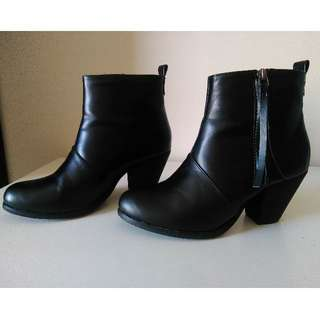 Women's boots size 37 (Cotton On). Barely worn.