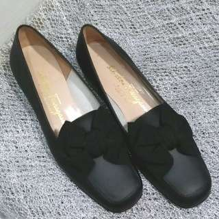 Auth Salvatore Ferragamo 黑色蝴蝶結低跟皮鞋 4C