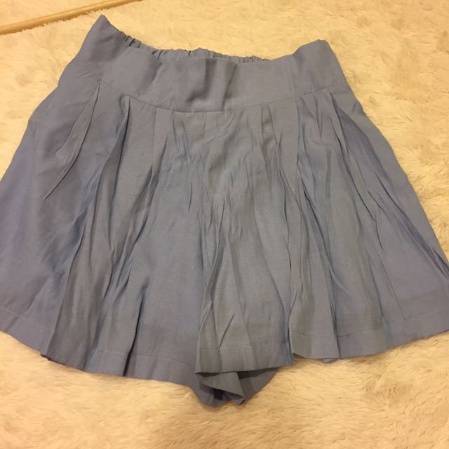 皺褶水藍短褲