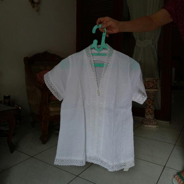 Baju Pesta Putih
