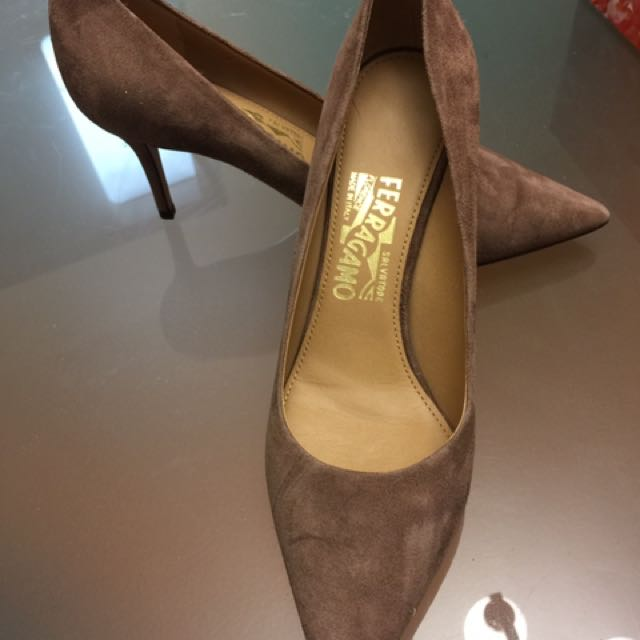 BRAND NEW Size 7 Ferragamo Brown Suede Pointed Toe Heels