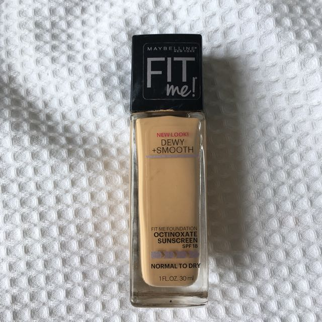 Dewy And Smooth Maybelline Fit Me Foundation 210