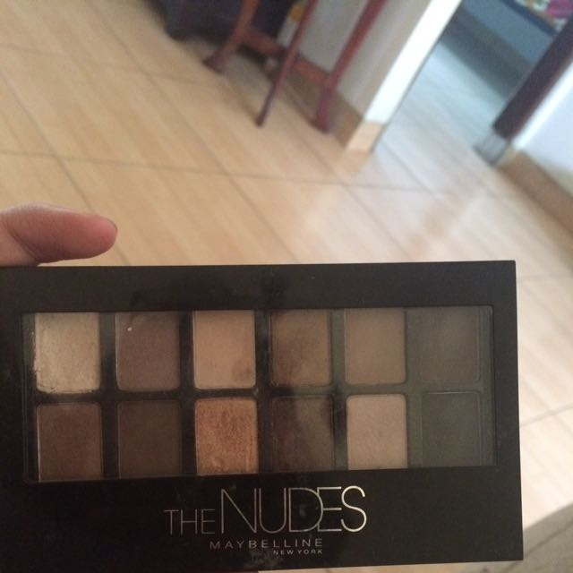 EYESHADOW THE NUDES MAYBELLINE