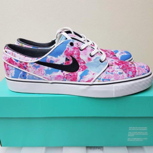new style add70 13b84 Nike SB Janoski cherry blossom on Carousell