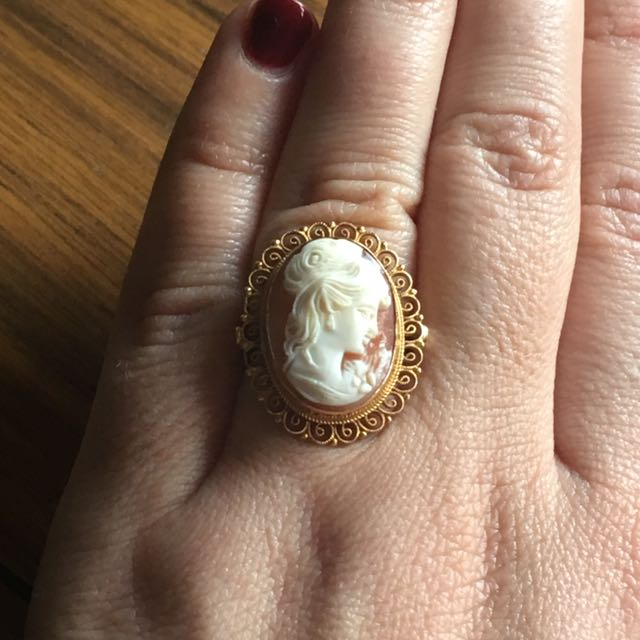 Perfect 70s Cameo Ring In 14kt Gold Sz 7.5