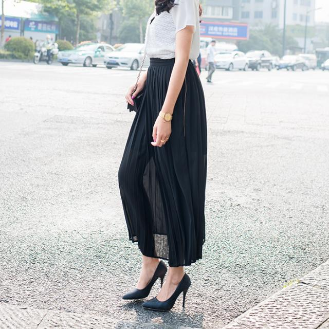 Pleated Black Skirt With Side Zip